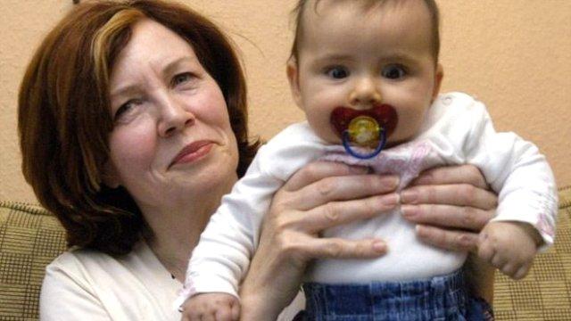 65 yaşında dördüz bekleyen kadın doğum yaptı