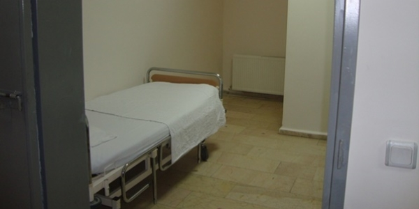 Hastanelerin hasta mahpus bölümleri sağlıksız