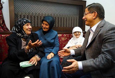 Davutoğlu: Eşim Kadın doğum uzmanı ama bana 35 yıl önce anestezi yaptı
