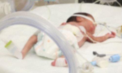 33 günlük bebek hastanede mama yedirilirken öldü!