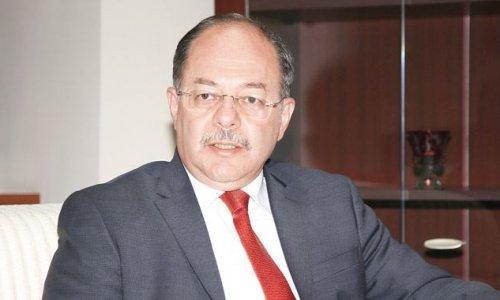 Eski Sağlık Bakanı Akdağ'a 'efsane bakan' pankartı!