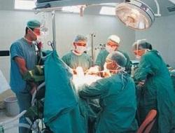 Bu robot 6 ayda 35 ameliyat yaptı