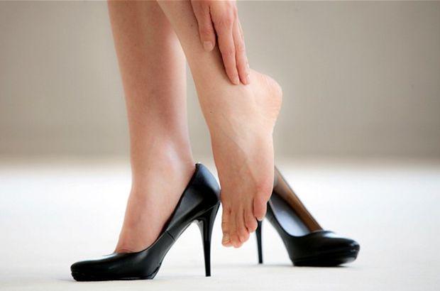Yüksek topuklu ayakkabıdan vazgeçmeyen kadınlara 8 öneri