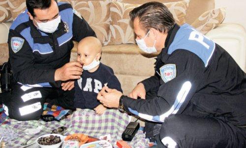 Sadece polisin elinden ilaç içen Yağız, lösemiyi yendi!