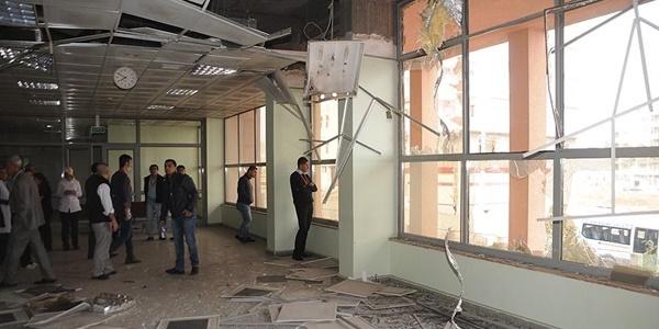 Teröristlerin attığı roket hastaneye isabet etti!