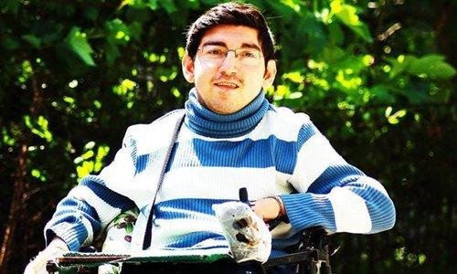 Engelli genç kaleme aldığı kitaplar ile ameliyat parası biriktiriyor
