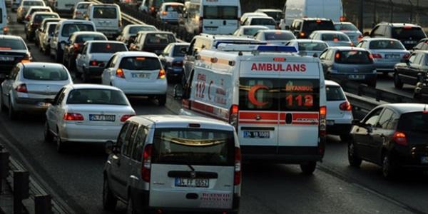 Ambulansa yol vermeyen sürücüye ceza kesilecek