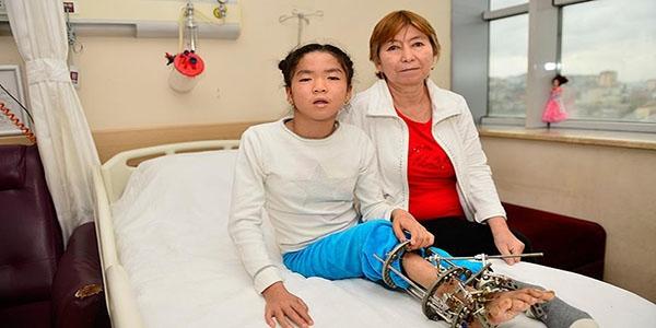 Rusların iyileştiremediği çocuğu Türk doktorlar ayağa kaldırdı