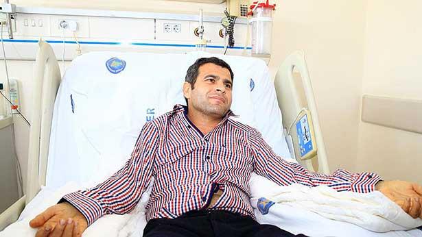 Çift kol nakli yapılan hasta, parmaklarını oynatmaya başladı