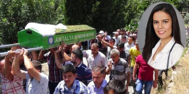 Otobüs kazasında ölen doktor, toprağa verildi