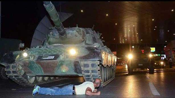 Tankın önüne yatan kahraman adam bir doktor!