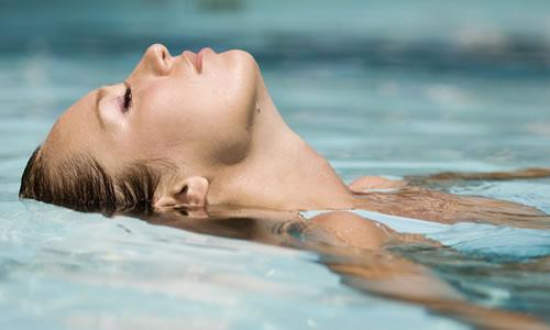 Yüzme gebelerde bulantıyı, sırt ve bel ağrısını azaltıyor