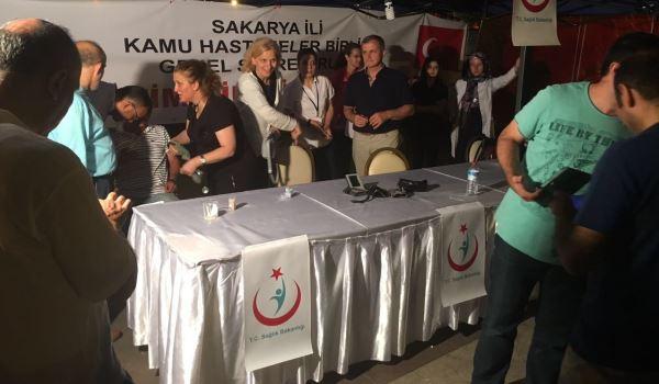 Sakarya KHB 'Demokrasi Meydanı'nda ücretsiz hizmet standı açtı