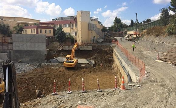 Okmeydanı Hastanesindeki inşaatın istinat duvarındaki çökme