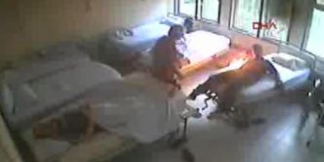 Manisa'da bir hasta bağlı bulunduğu yatağı ateşe verdi