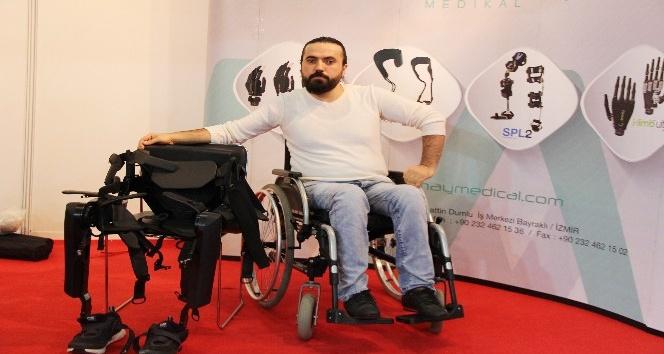 Tekerlekli sandalyeden 4 yıl sonra ilk kez ayağa kalktı