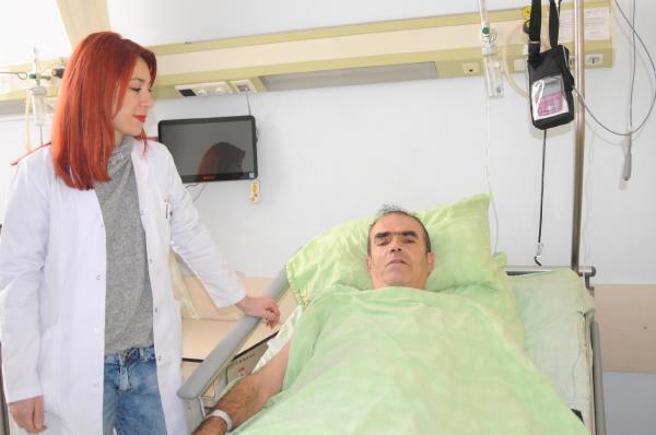 Memur kızı 20 yıl sonra Hakkari'ye doktor olarak atandı