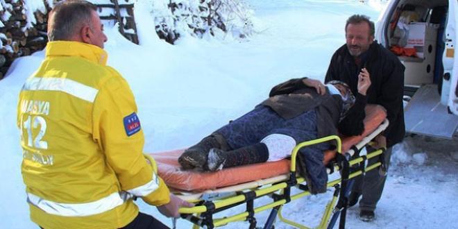 Diyaliz hastasının imdadına paletli ambulans yetişti