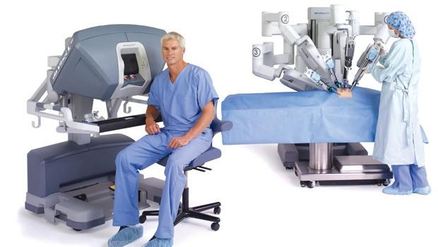 Doktor robot lütfen ameliyathaneye