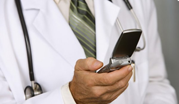 Sağlık çalışanlarına cep telefonu yasağı