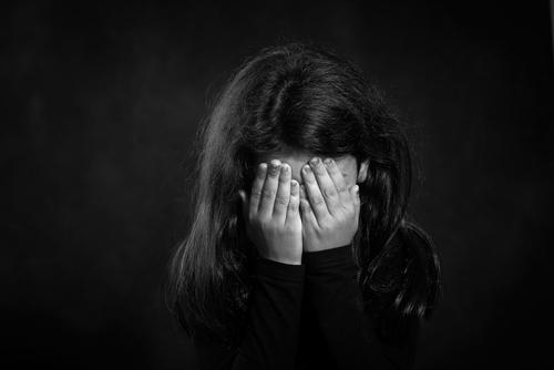 12 yaşındaki kızın yazdığı otobiyografi, cinsel istismarı ortaya çıkardı