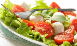 Sağlıklı mevsim salataları