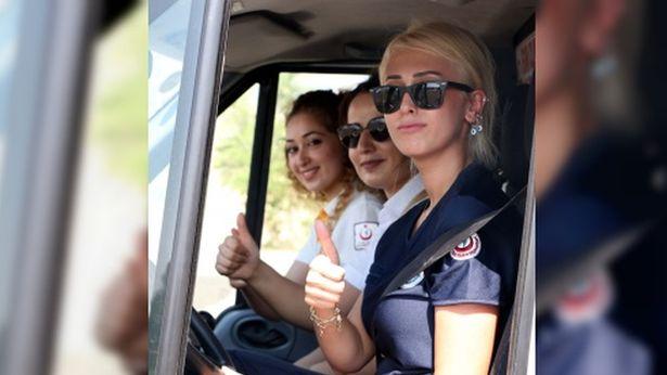 Kadın ambulans şoförü çocukluk hayalini gerçekleştiriyor