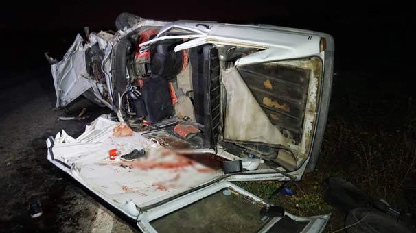 Düğünden dönen aile kaza yaptı: 1 ölü, 1'i ağır 3 yaralı