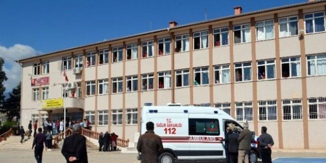 Ders çıkışı kalp krizi geçiren öğretmen yaşamını yitirdi