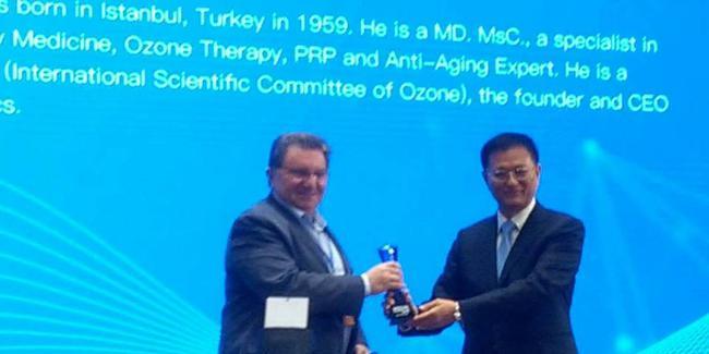 Türk doktor Ruhi Çakır'a Çin'den ödül