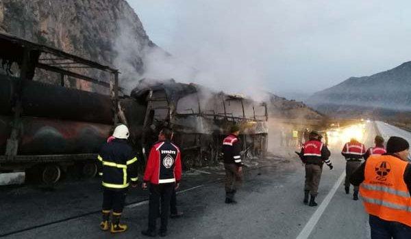 Son dakika: Yolcu otobüsü TIR'a çarptı! Çok sayıda ölü ve yaralı...
