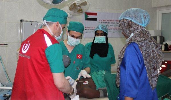 Gönüllü sağlık elçileri 3 kıtada 23 bin hasta baktı