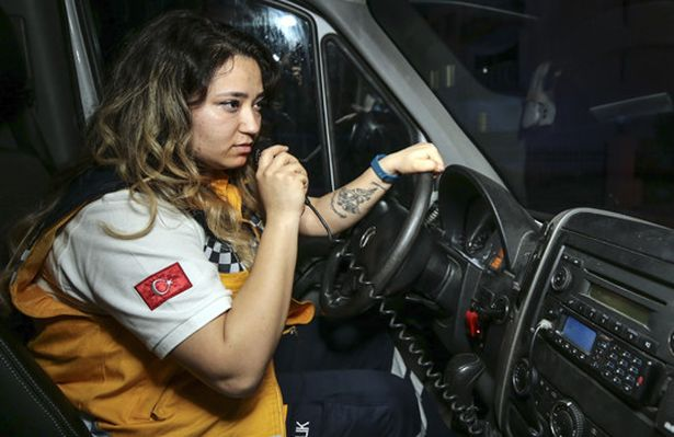 İstanbul'un tek kadın ambulans sürücüsü: 'Bu benim için gurur kaynağı'