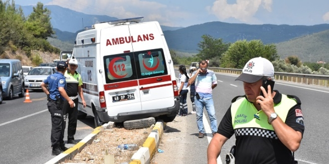 Muğla'da hasta taşıyan ambulans ile otomobil çarpıştı: 4 yaralı