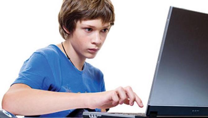 Aşırı bilgisayar kullanımı çocuklarda göz tembelliği yapabilir