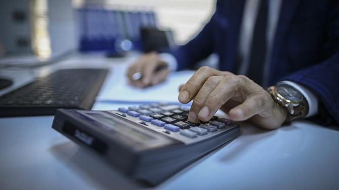 Çalışan maaşın yüzde 50'sini devlete vergi olarak ödüyor