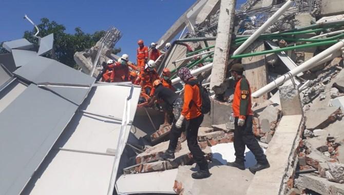 Endonezya'ya ilk yardım ekibini Türkiye gönderdi