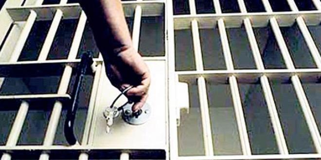 Doktor ve sağlık çalışanından oluşan 5 sanığa FETÖ'den hapis