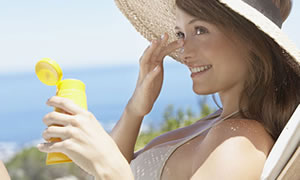 Güneş koruyucuları güneşin zararlarını tamir edemez!