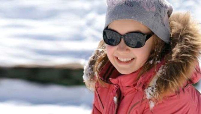 Karlı havalarda güneş gözlüğü takmayı ihmal etmeyin!