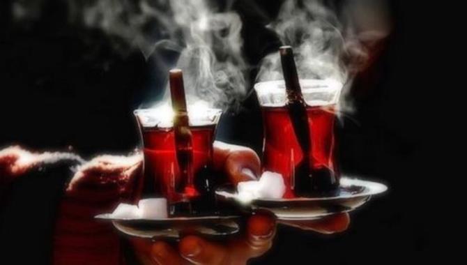 Çay içenler dikkat! Birlikte tüketmek özefagus kanserine yol açıyor