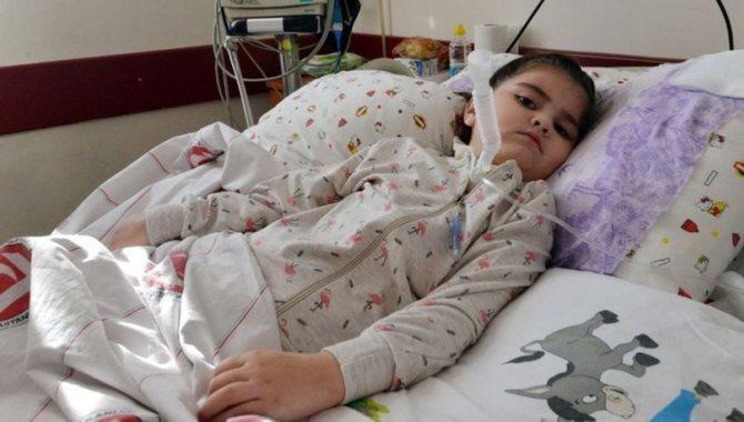 Grip virüsü küçük Esin'i felç etti