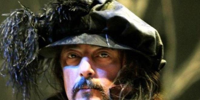 Opera sanatçısı 'Bu gezegende iyi yaşayın' dedi ve intihar etti