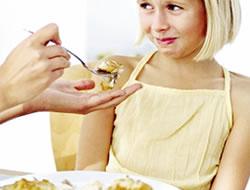 Yemek yerken çocuklarda boğulma riski