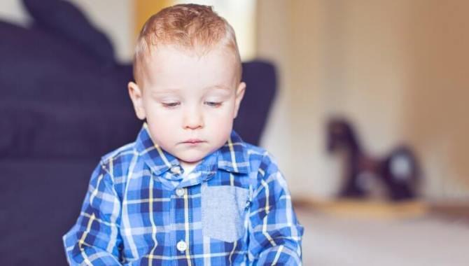 Otizmli Çocuğa Sahip Ailelerin Yaşadıkları Kaygılar ve Aşamalar Nedir?