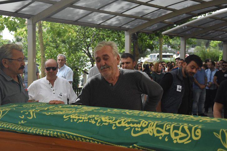 Siyanürlü sıvıyla anne ve babasını öldürdü, kardeşleri tedavide