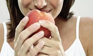 Dikkat! yaz meyveleri diş sağlınızı etkiliyor