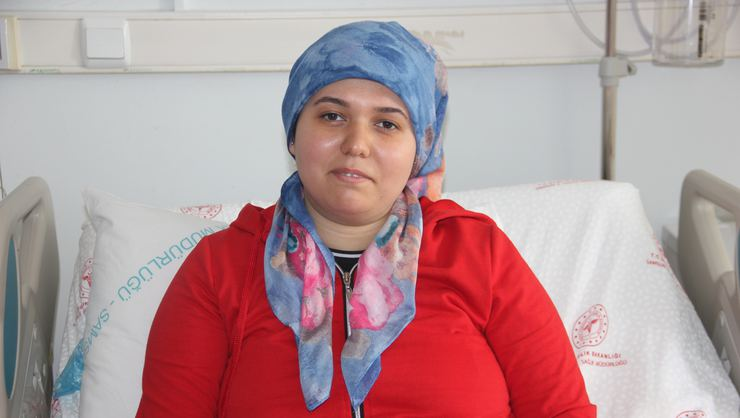 Samsun'da iç organları ters olan kadının ameliyatla böbreğinden 30 adet taş çıkarıldı