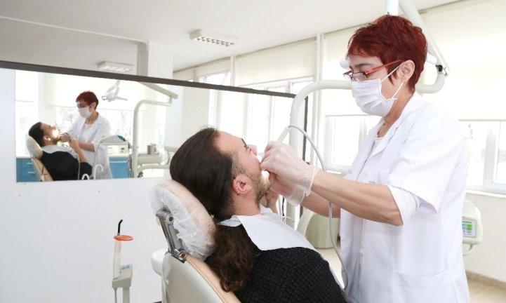 Kütüphaneden sonra ücretsiz diş sağlığı hizmeti