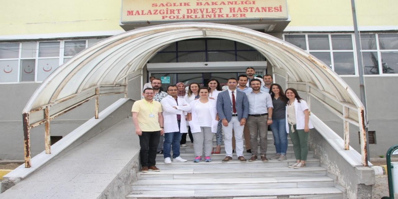 Malazgirt Devlet Hastanesinin doktor kadrosu göz kamaştırıyor